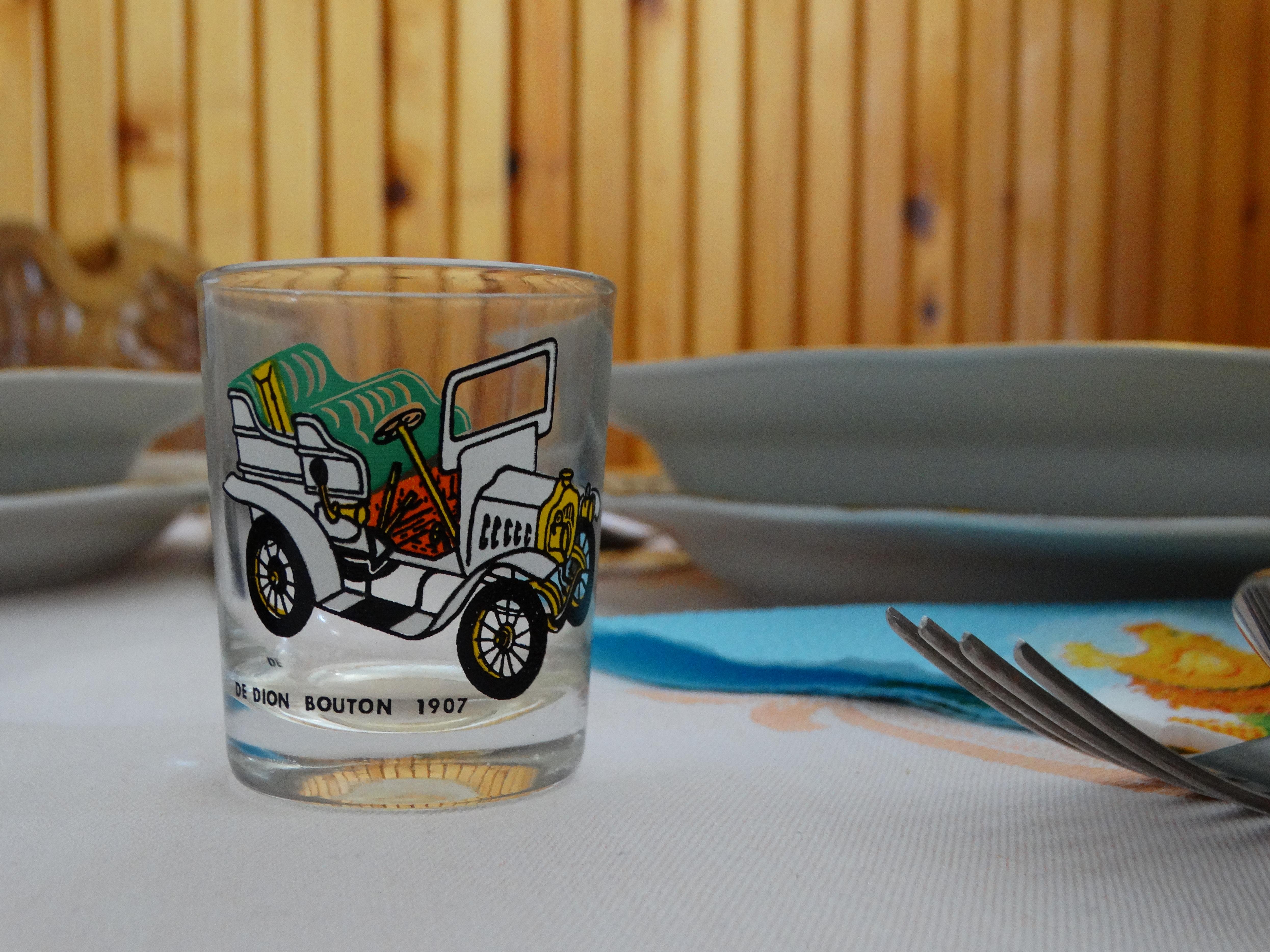 Autós pohár