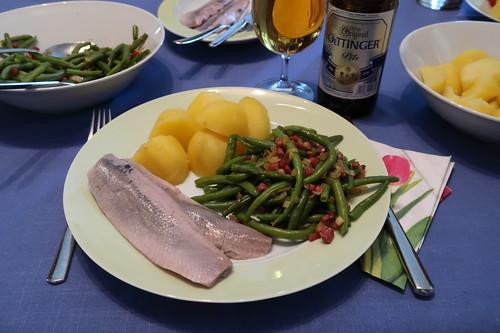 Matjes zu Salzkartoffeln und Speckbohnen (mein Teller)