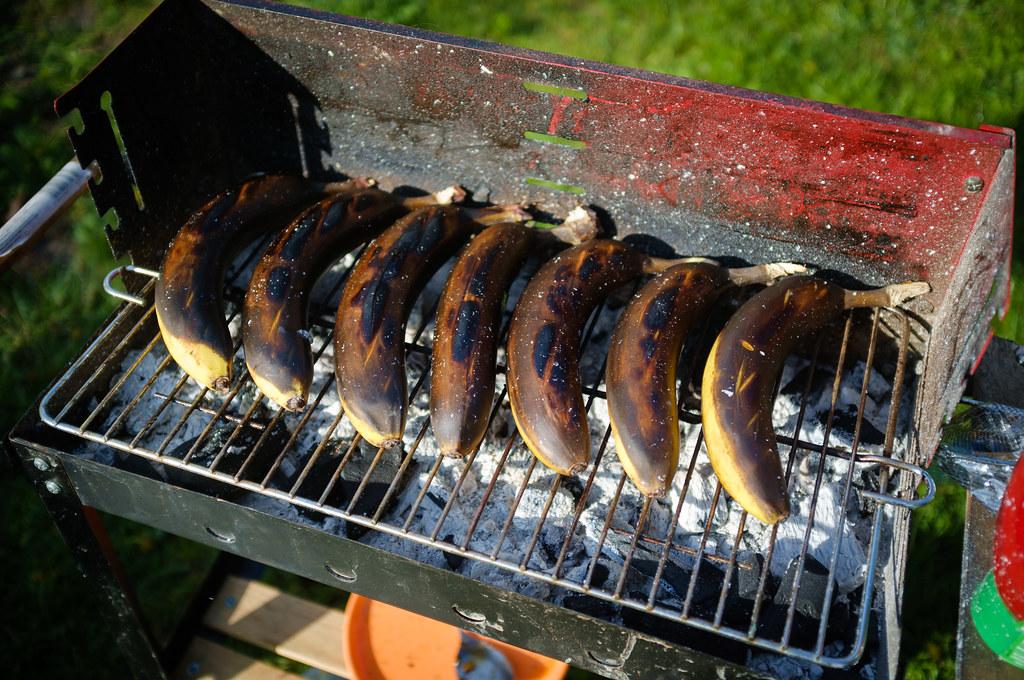 Majówkowe grillowanie bananów z czekoladą