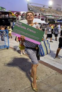 Mangueira 190309 341 Samile Cunha placa Marielle verde e rosa