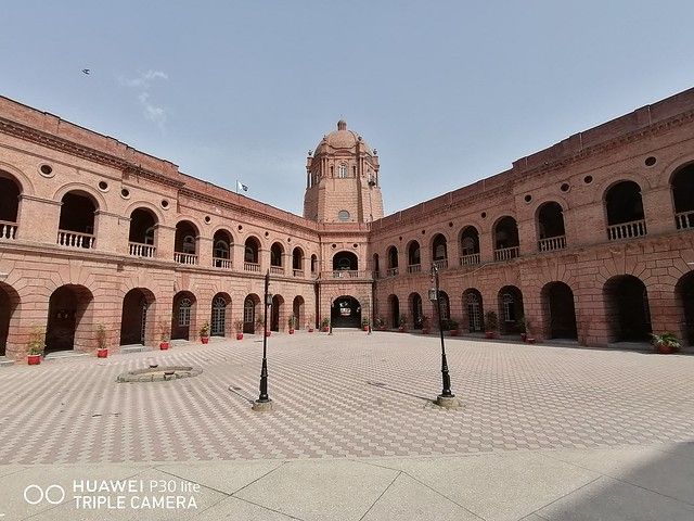 GPO Building Picture with ultra wide angle lens on huawei p30 lite
