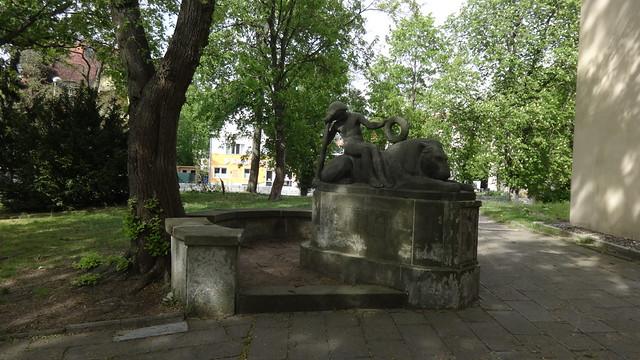 1924 Berlin Gefallenendenkmal 1914-1918 von Georg Hengstenberg Sandstein neben Kirche Alt-Schmöckwitz in 12527 Schmöckwitz