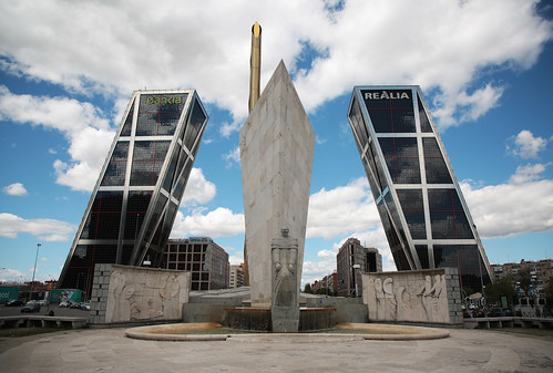 Puerta de Europa - Torres Kio