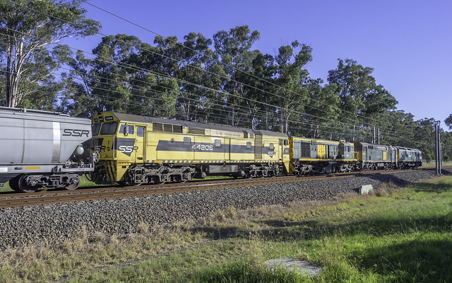 RL304 / 442s5 / 602 & 44206 as run 4847N SSR Grain from Carrington to Western NSW, prob Parkes