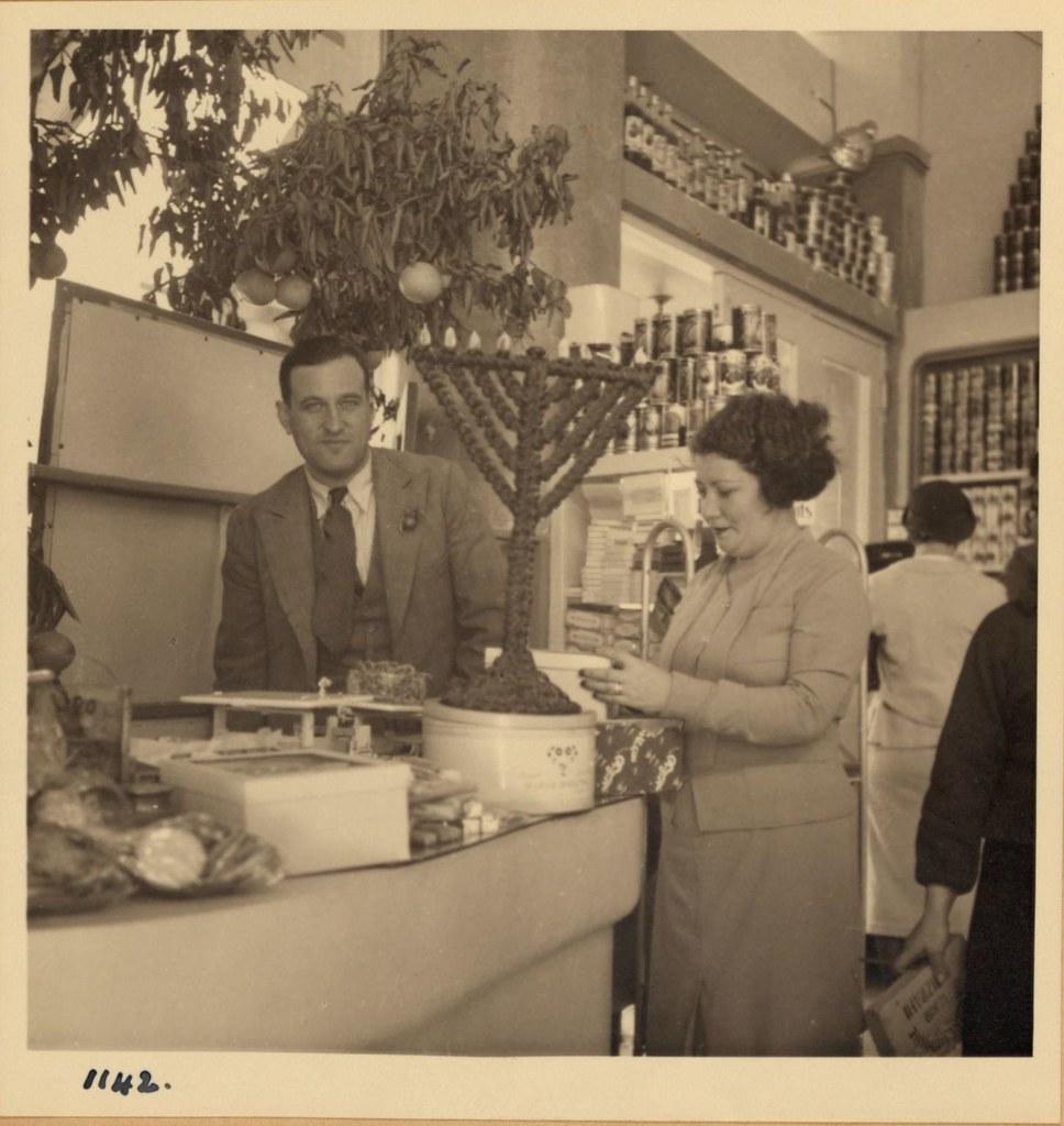 1142. Тель-Авив. 10 и 22 декабря. Современный продуктовый магазин