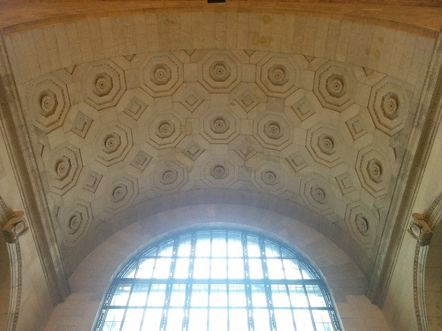 Looking up and west from the stairs #toronto #unionstation #greathall #arch #architecture