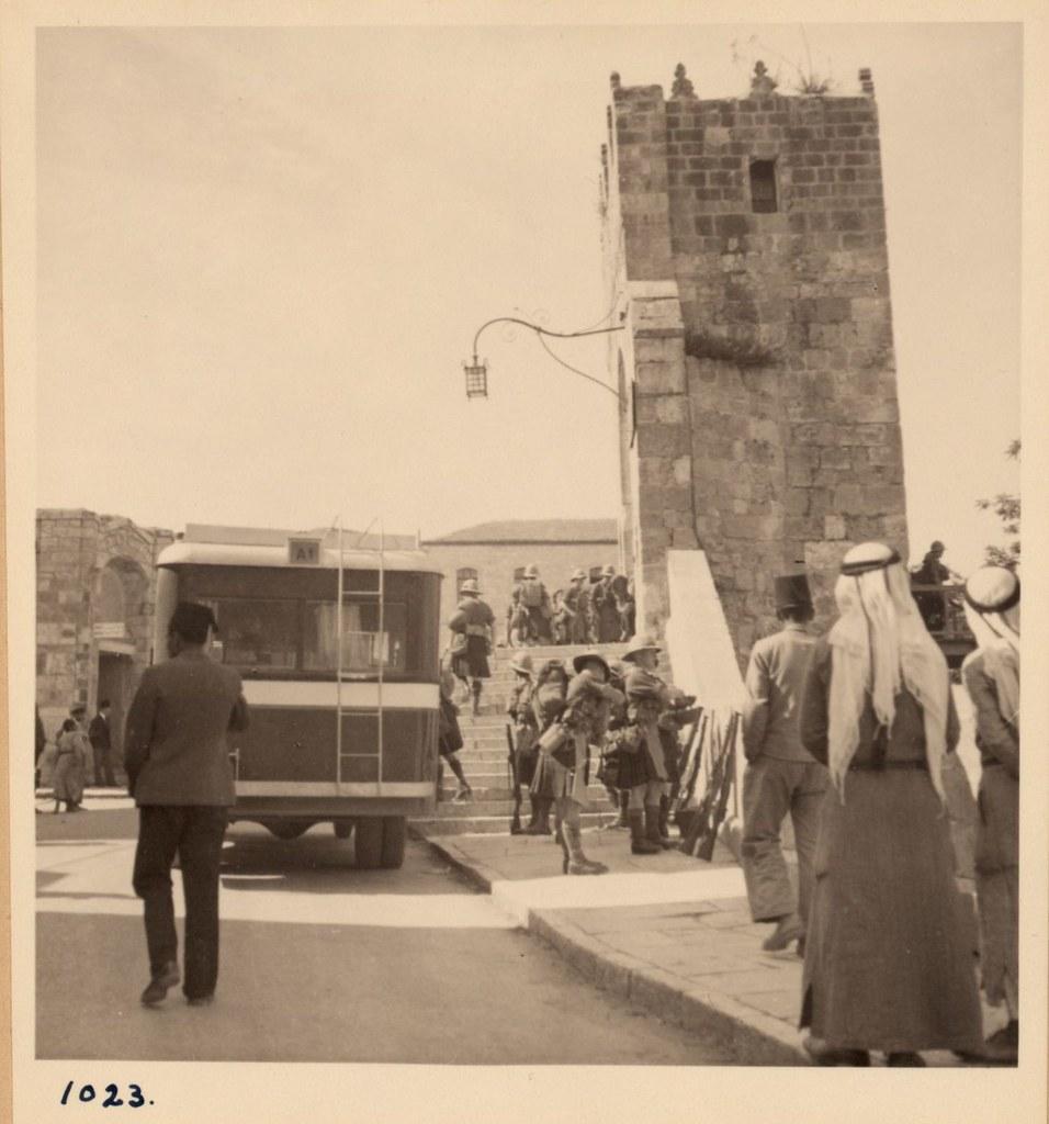 1023. 14 мая. Арабские беспорядки. Шотландские горцы разгружают припасы у Башни Давида