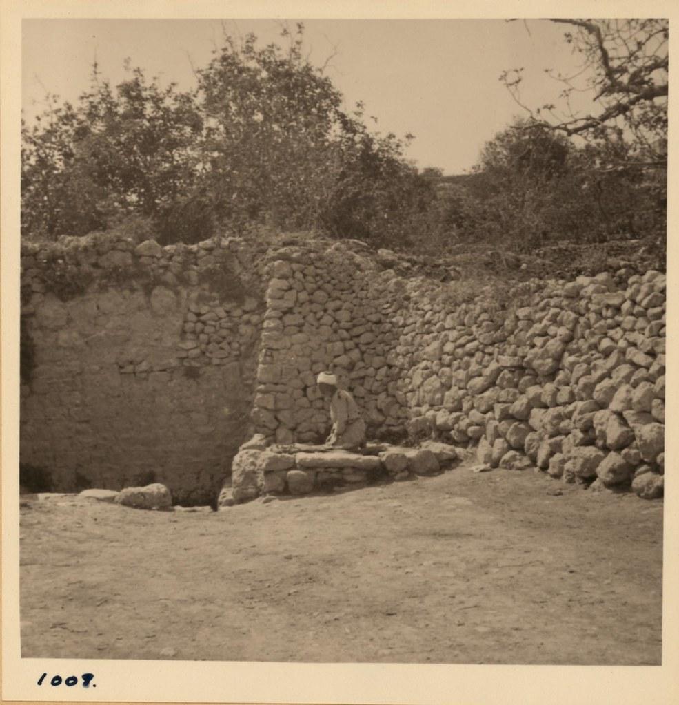 1008. 10 апреля. Молящийся в Айн-Саре (Колодец Сарры) возле Хеврона