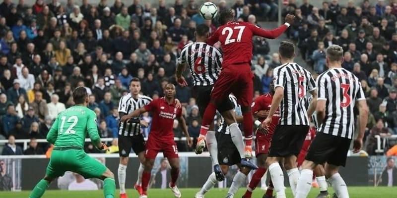 Kalahkan Newcastle, Liverpool ke Puncak Klasemen