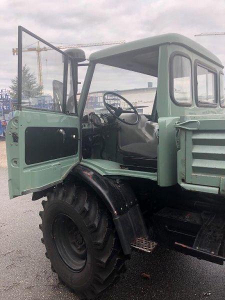 Green Unimog 406 drivers door open