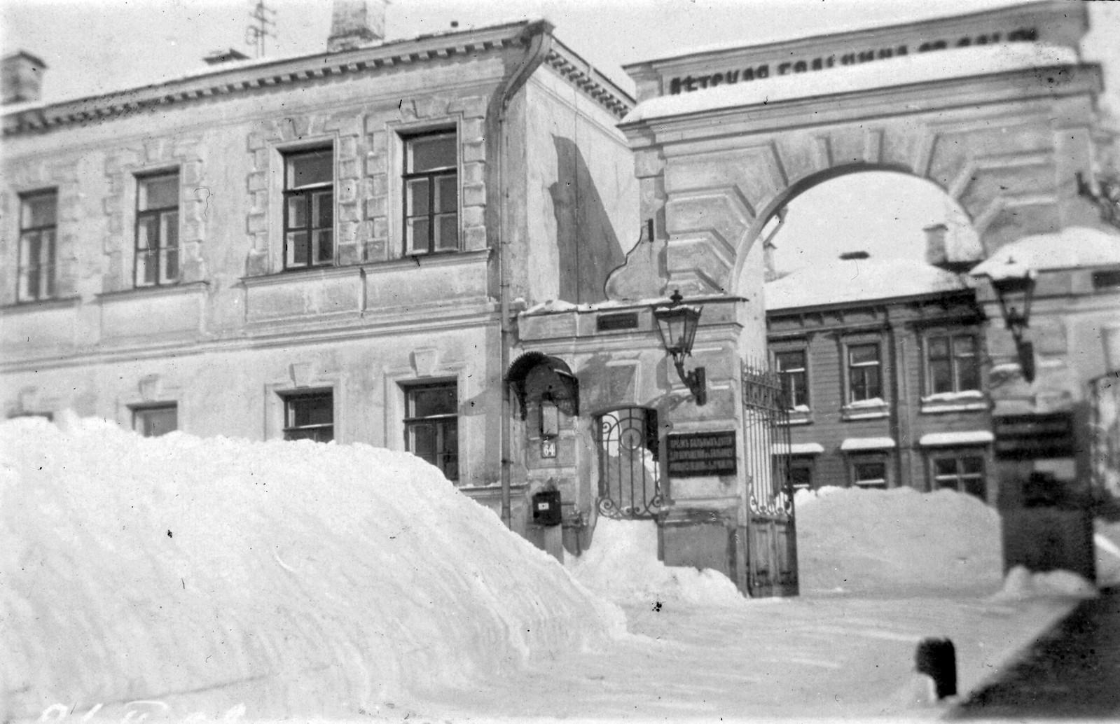 1-я Мещанская улица, 64. Ворота Детской больницы св. Ольги. 1905