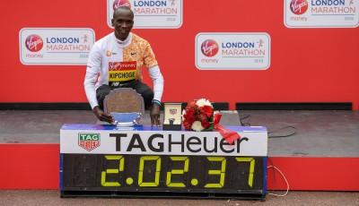 Více než 40 000 běžců se vydalo do ulic Londýna zdolat maraton