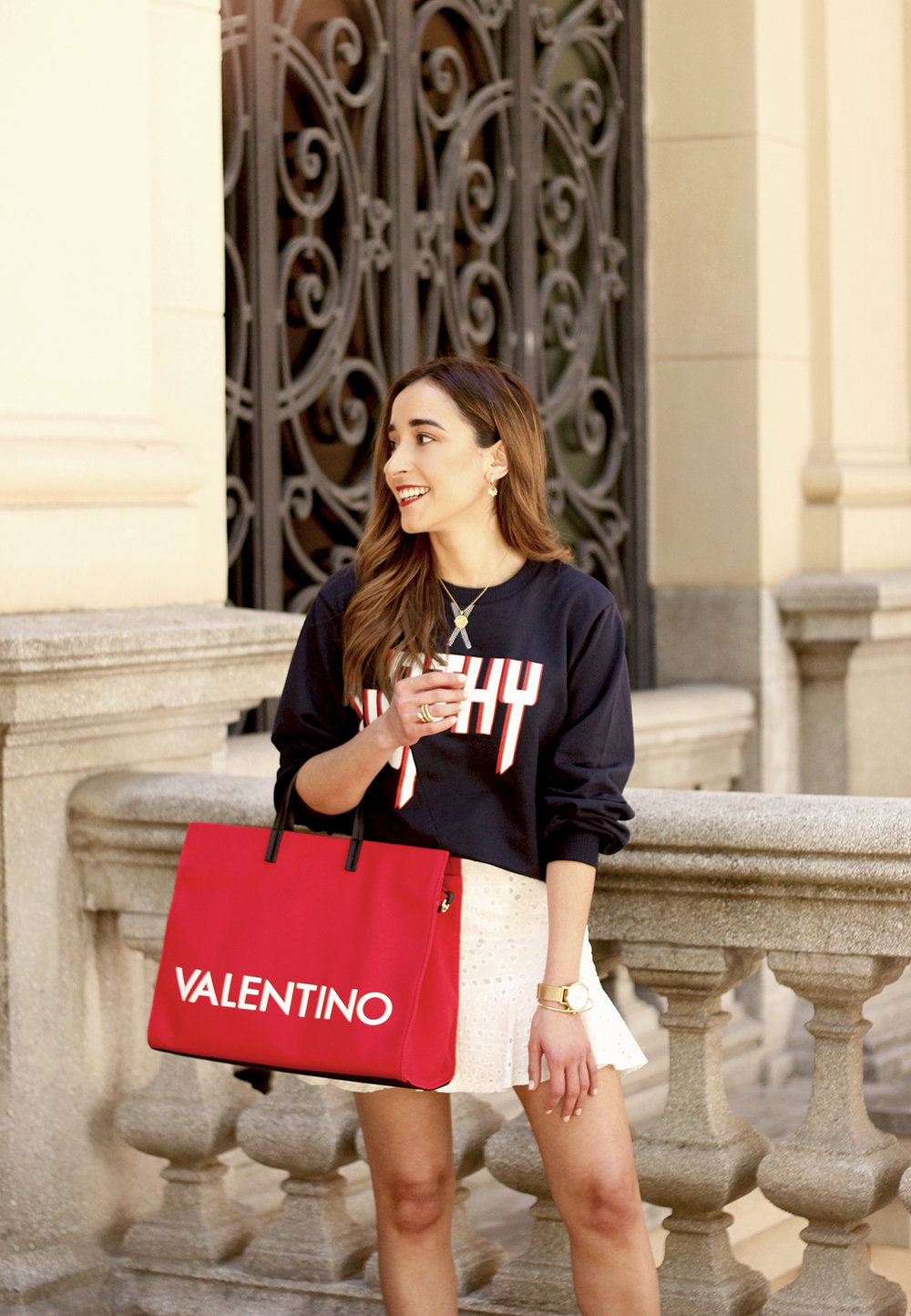 white skirt sweatshirt high heels valentinohandbags street style spring outfit12