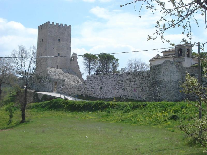 005-стены Чивта Веккьи и башня Цицерона