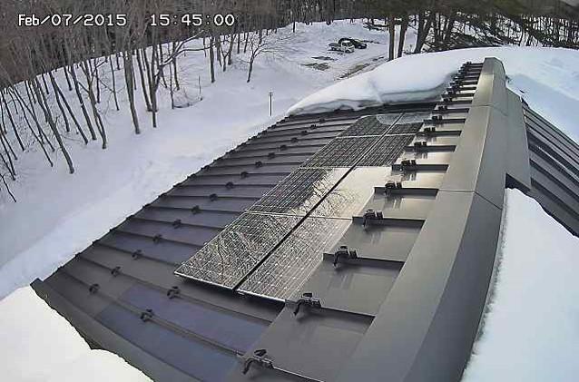 太陽能板製造商開發了會發熱的太陽能板,配備降雪感測器,一察覺到就會自動發熱除雪。圖片取自新聞稿,來源:環境システムヤマノ