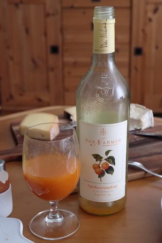 Aprikosennektar (Dornfelder Traubensaft (von der Obstkellerei Van Nahmen)