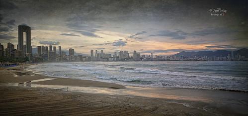 pabloarias photoshop ps capturenxd españa photomatix nubes cielo arquitectura mar agua mediterráneo playa arena olas edificios rascacielos poniente benidorm alicante