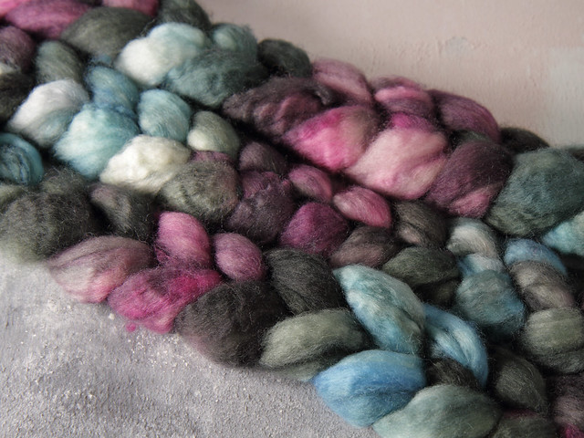 British Bluefaced Leicester wool top/roving hand-dyed spinning fibre 100g – 'Stormborn'  (gradient grey, black, blue, purple)