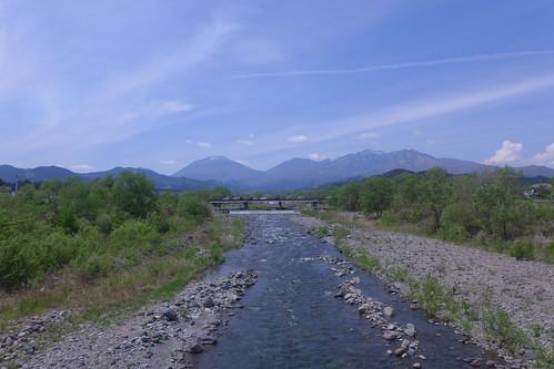 大谷川を渡る車内から見た上流方面の景色
