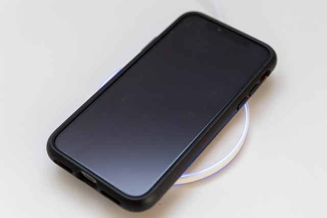 Limxems 10W fast wireless charger with blue light charges Iphone