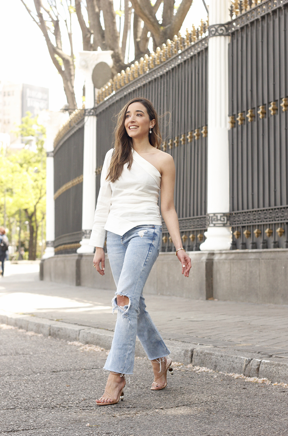 White Asymmetrical Linen Top jeans gucci bag street style outfit 201910