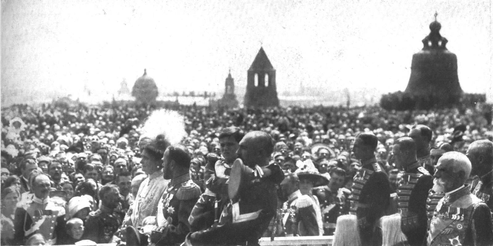Высочайшее посещение Москвы. Шествие Их Императорских Величеств в Успенский Собор