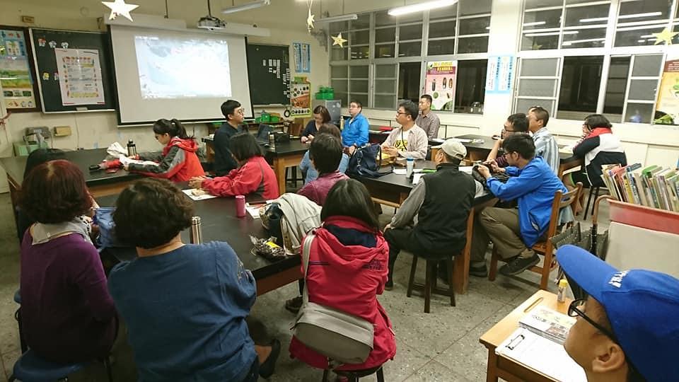在蘆荻社大舉辦座談,許多居民談起過去兩地緊密相依的生活經驗