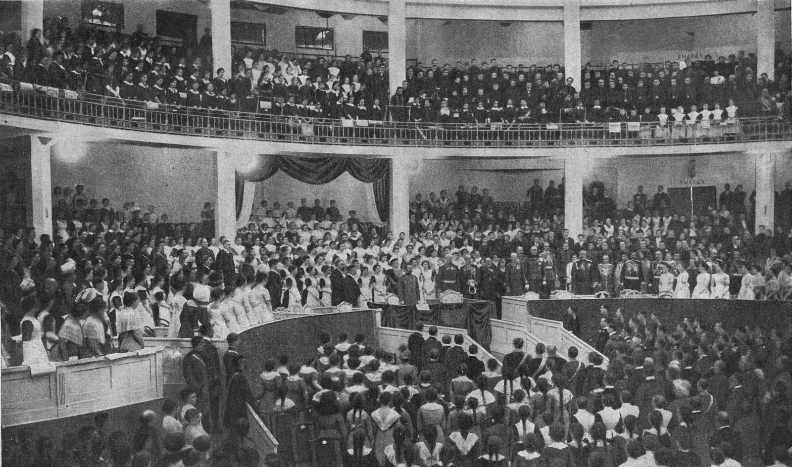 09. Праздникъ учащихся въ Высочайшемъ присутствiи въ Народномъ Домѣ Императора Николая II