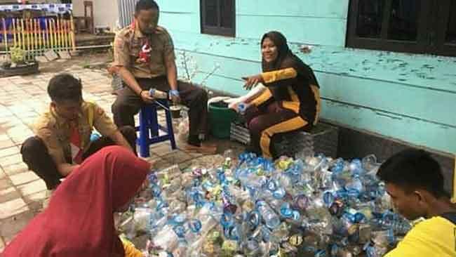 Sampah plastik yang dikumpulkan