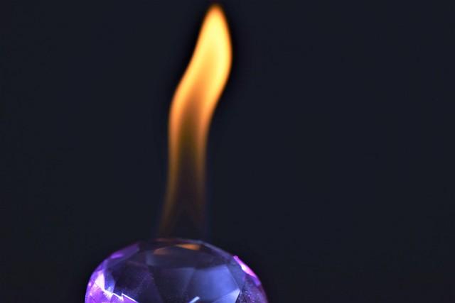 Piedra preciosa en llamas