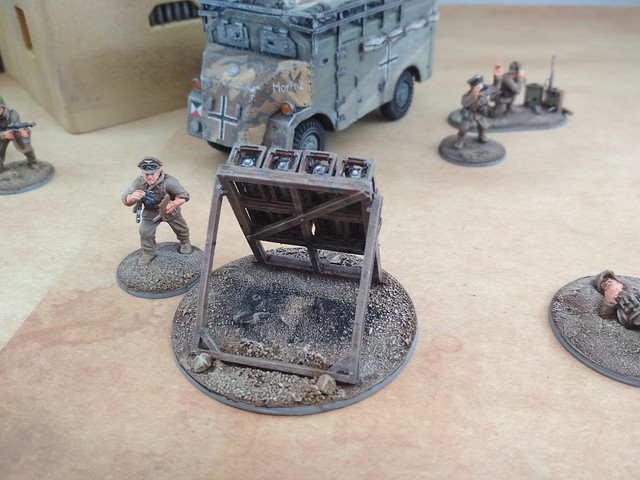 Tue, 05/07/2019 - 15:49 - DAK soldiers and officers with Dorchester armoured car