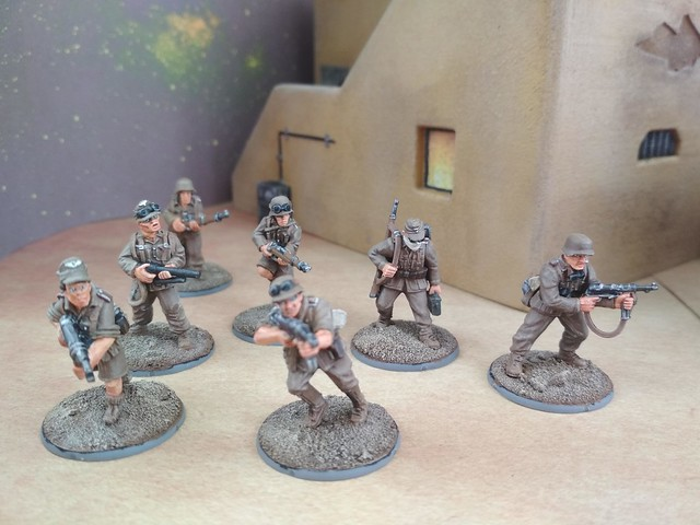 Tue, 05/07/2019 - 15:48 - DAK soldiers and officers with Dorchester armoured car