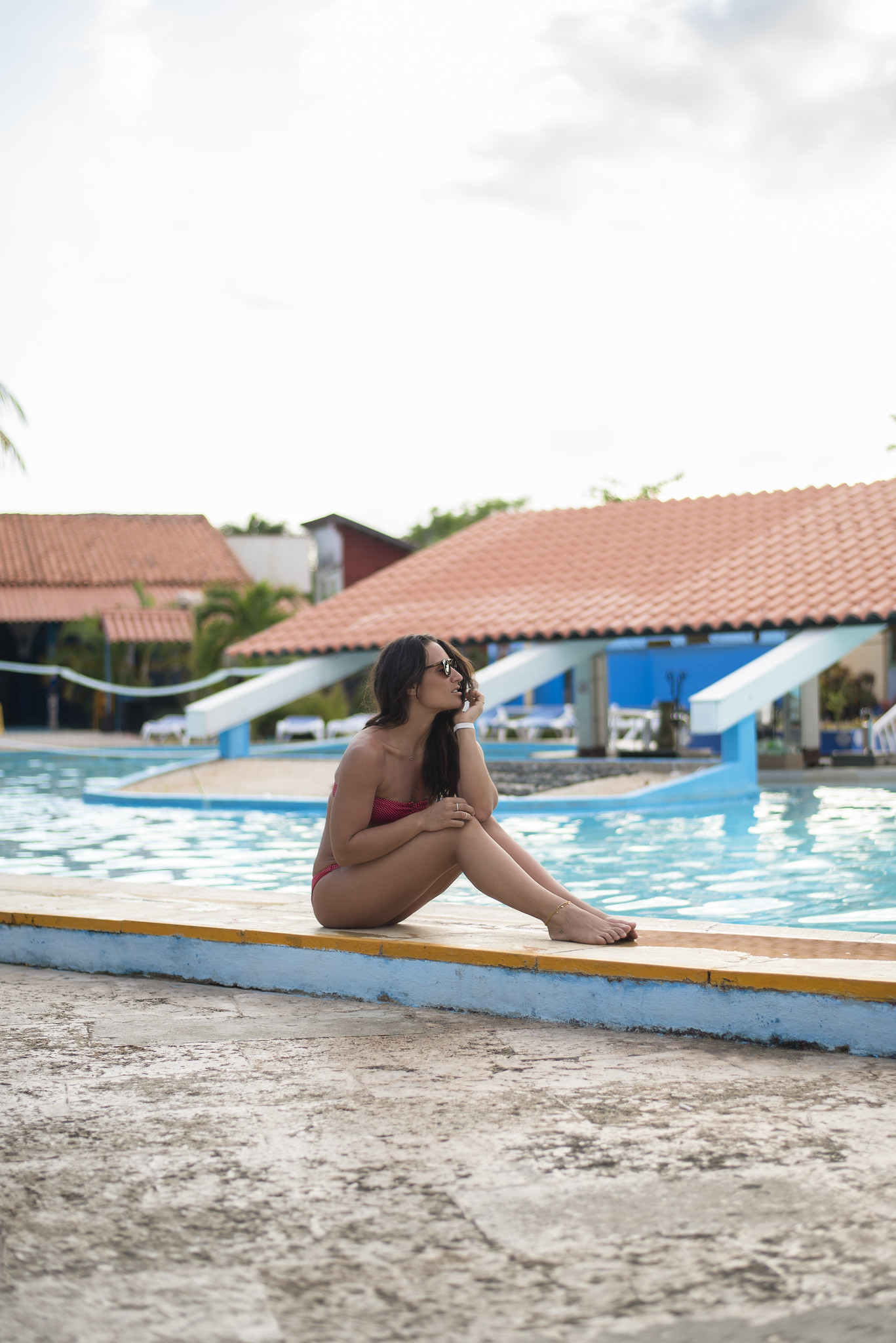 camille dg piscine maillot à pois