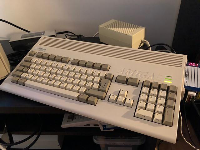 VDS Amiga 1200 + systeme Gotek 16 Gb, Ecran Amiga M1438S X68000 47763055761_867482003d_z