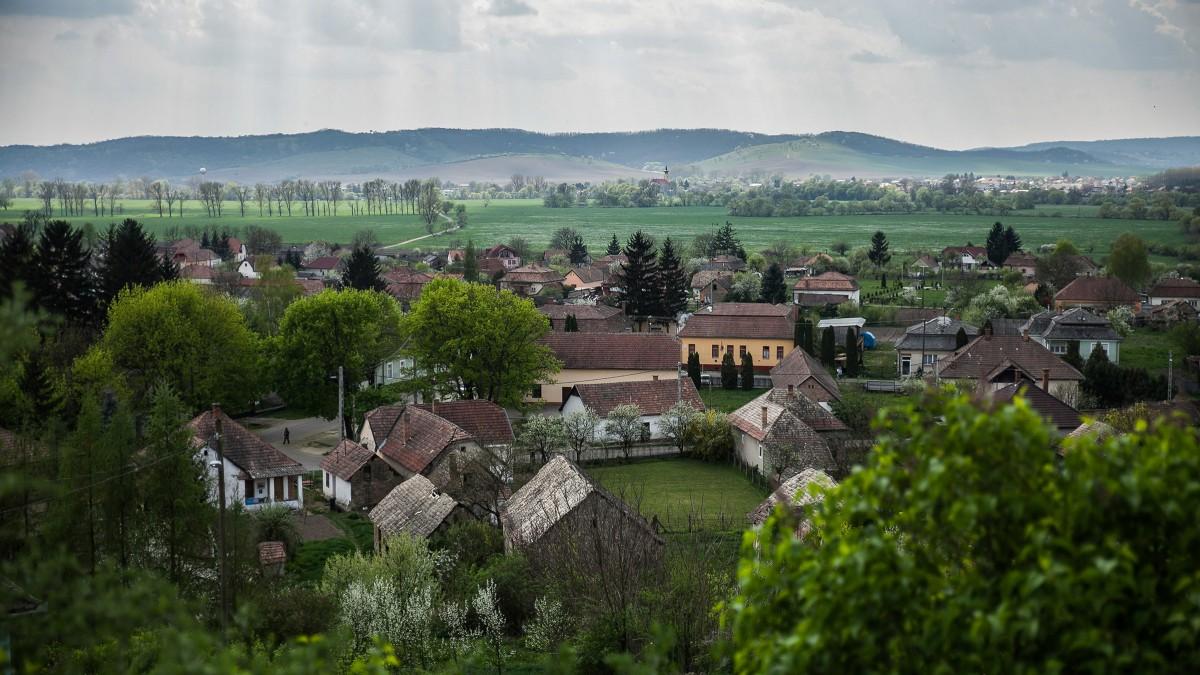 Minden lakosba belekapaszkodnak a falusi csokból kimaradó önkormányzatok