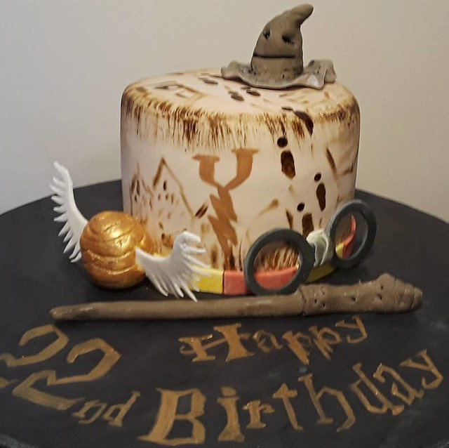 HP Theme Cake from Enticing Icings by Brit