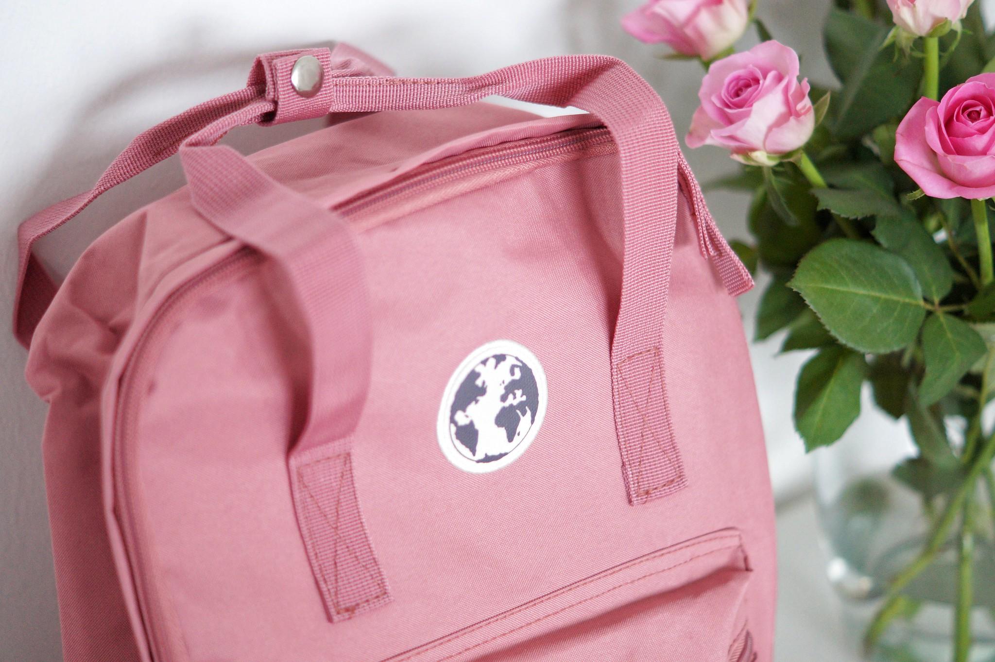 vaaleanpunainen reppu 1