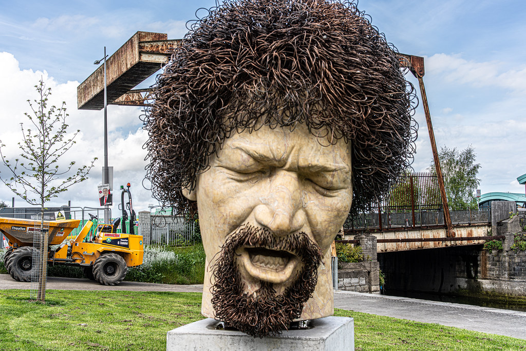 LUKE KELLY SCULPTURE AT GUILD STREET IN THE DOCKLANDS 005