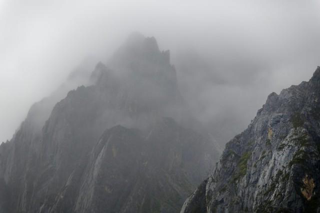 Morning haze in the Kawalungring Mt Range, Tibet 2018