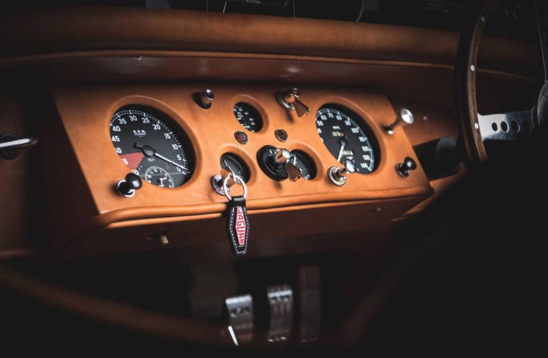1fee2b48-1954-jaguar-xk120-restored-for-david-gandy-5