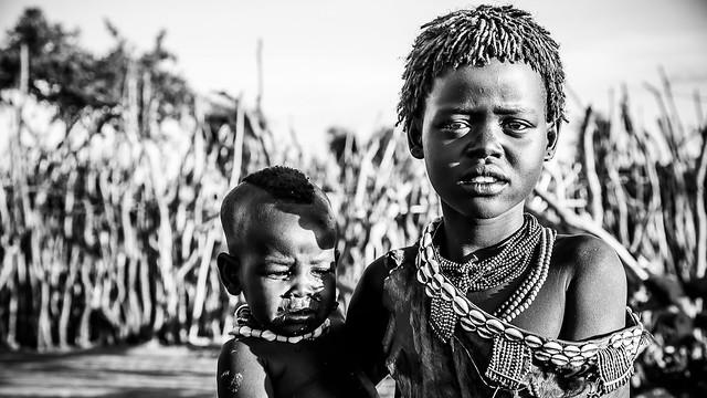 Niños en poblado Hamer, Ethiopia