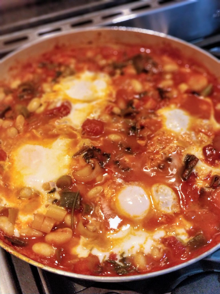 Leaks, beans and eggs in pan
