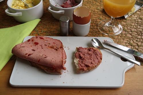 Fleischkäse und Leberwurst auf französischem Landbrot