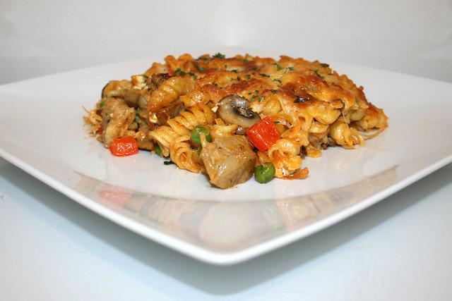 31 - Gyros with onion cream noodles - Side view / Gyros mit Zwiebel-Sahne-Nudeln - Seitenansicht