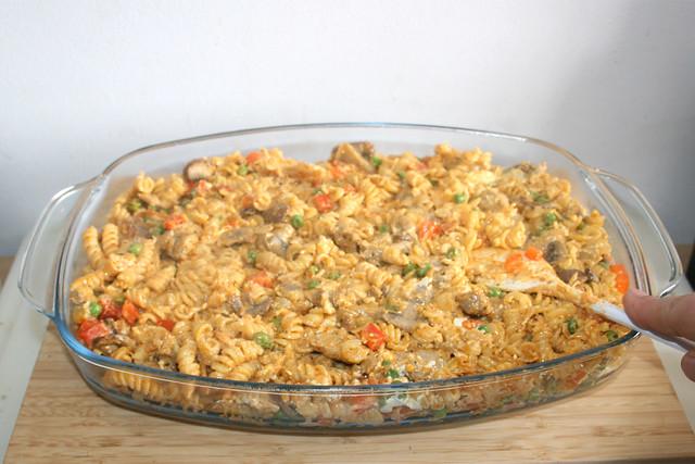 26 - Nudeln glatt streichen / Flatten noodles