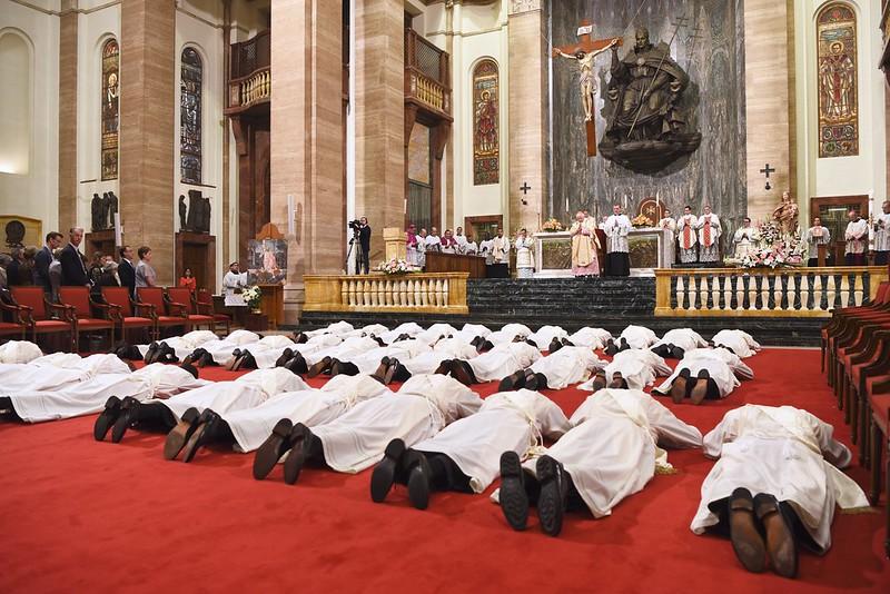 Los 34 sacerdotes proceden de 16 países