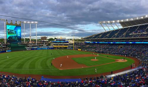 baseball iphone kevinvanemburghphotography pano phillies royals panorama flickrfriday baseballgame kansascityroyals philadelphiaphillies kansascitybaseball kauffman kauffmanstadium dusk clouds sunset