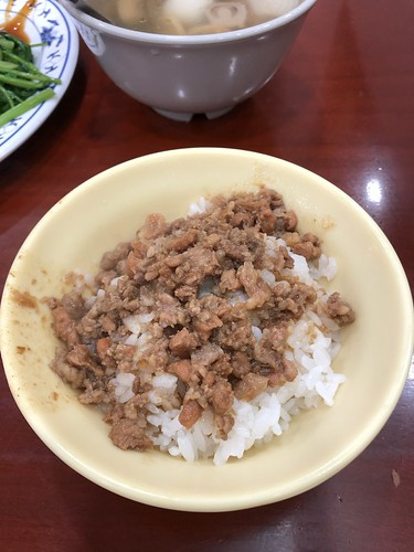 三元號で魯肉飯
