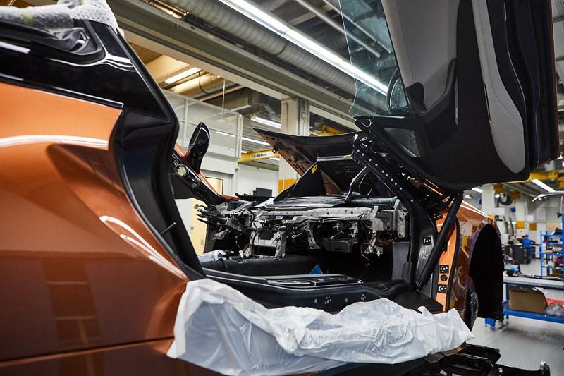 2ae3b338-bmw-i8-roadster-safety-car-20