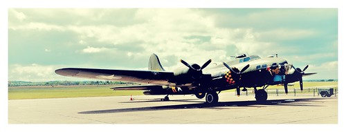 Boeing B-17G Flying Fortress Sally B